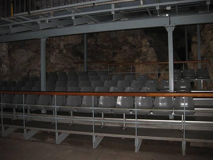 cavesseats