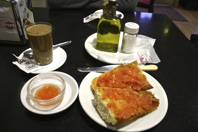 typical andalusian breakfast tostada con tomate