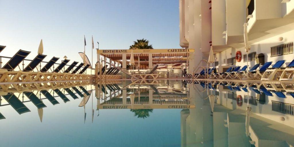 hotel perla marina pool